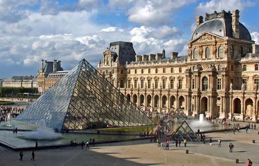 2.Musee du Louvre, Paris, France