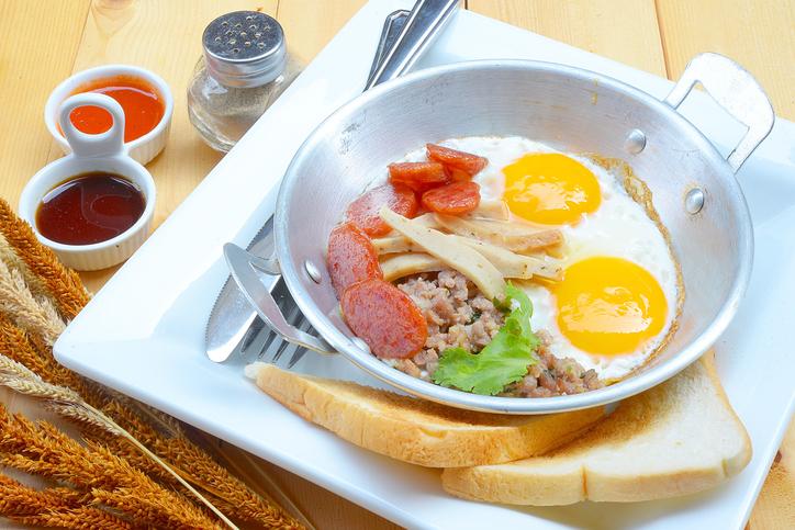 1.ไข่กระทะ อาหารเช้ารสเลิศ